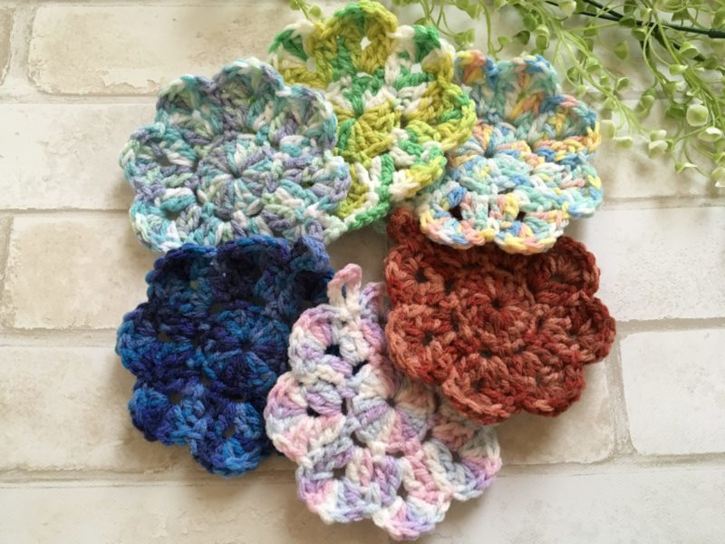 カラフル毛糸で編んだお花のアクリルたわし