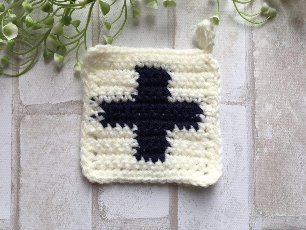 アクリルたわしクロスの編み込み(白×青)