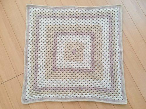 グラニー編みのブランケット