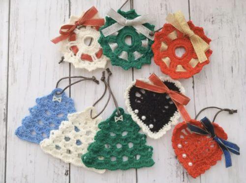 手編みのクリスマスオーナメント