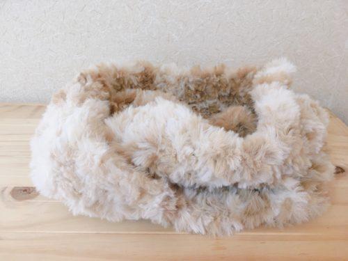 ファーヤーンで編んだスヌード