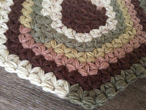 パティシエで編んだリフ編み座布団