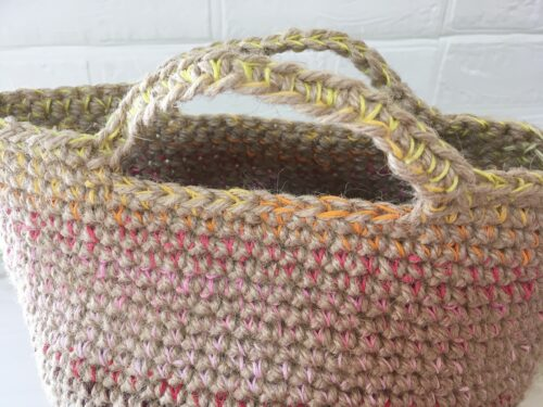 麻ひもと刺繍糸で編んだマルシェバッグ