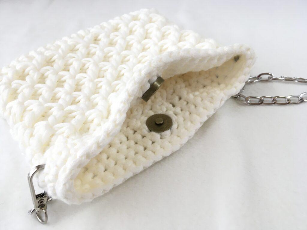 ダイソー春夏毛糸のムースで編んだスマホポシェット