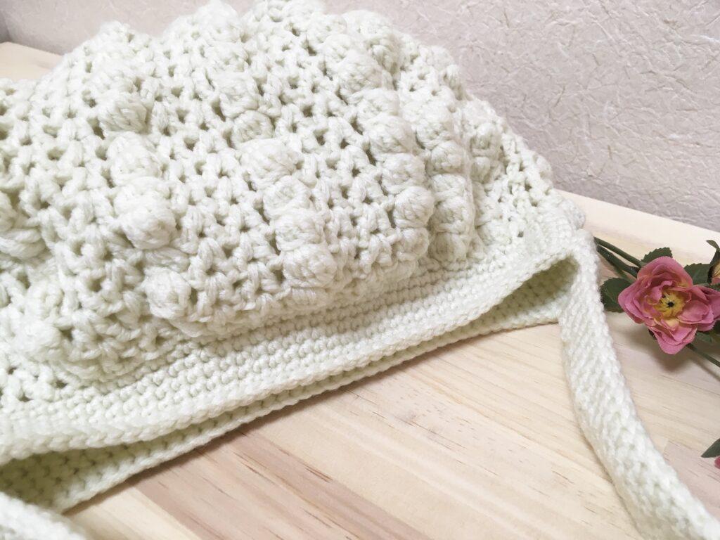 メランジテイストで編んだバルーン形グラニーバッグ