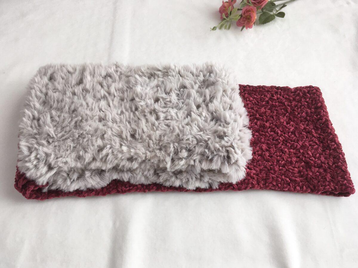 ベロアとファーを組み合わせて編んだスヌード