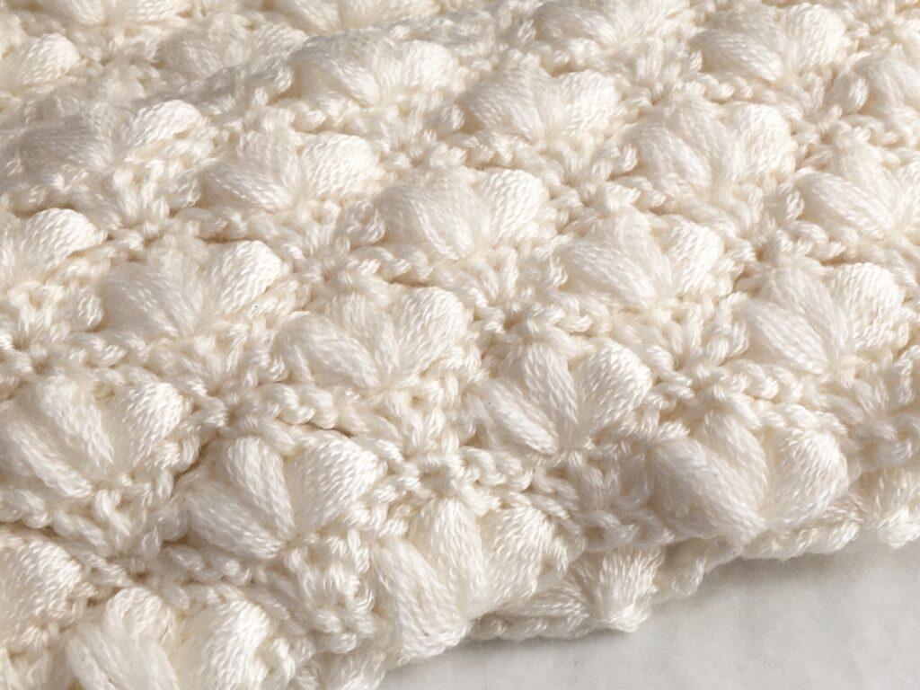 セリアの毛糸で編んだ肌触りがいいスヌード