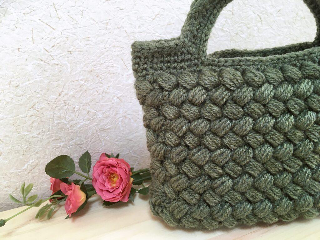 メランジテイスト2021秋冬毛糸のオリーブグリーンで編んだランチバッグ