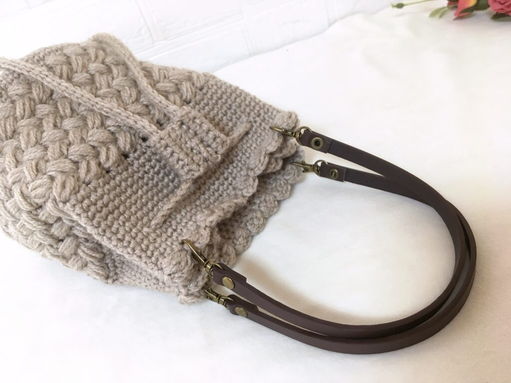メランジテイストで編んだ可愛いバケツ形巾着バッグ