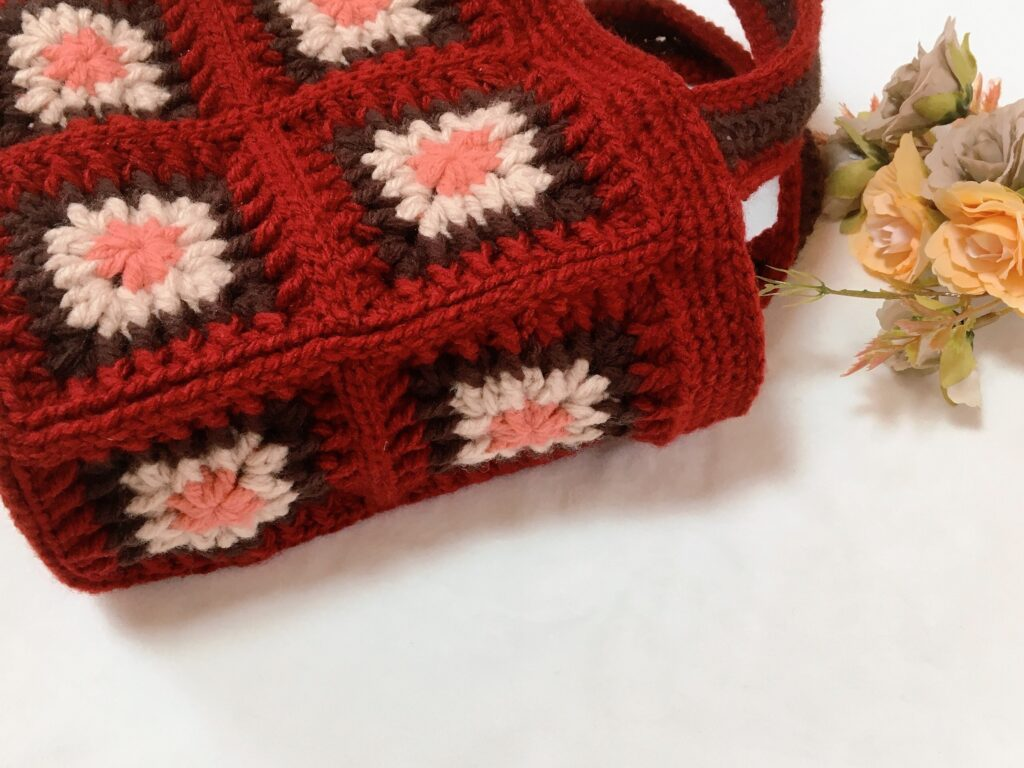モチーフつなぎのバッグを編みました