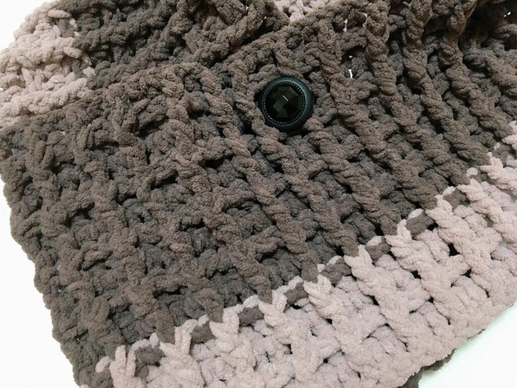 ラテモールで編んだワッフル編みのミニマフラー
