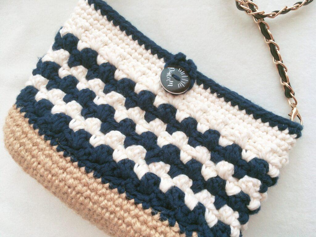 長編みと細編みで編めるミニポシェット