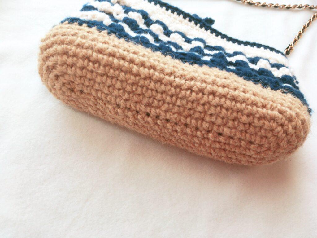 長編みと細編みで編めるミニポシェットの底