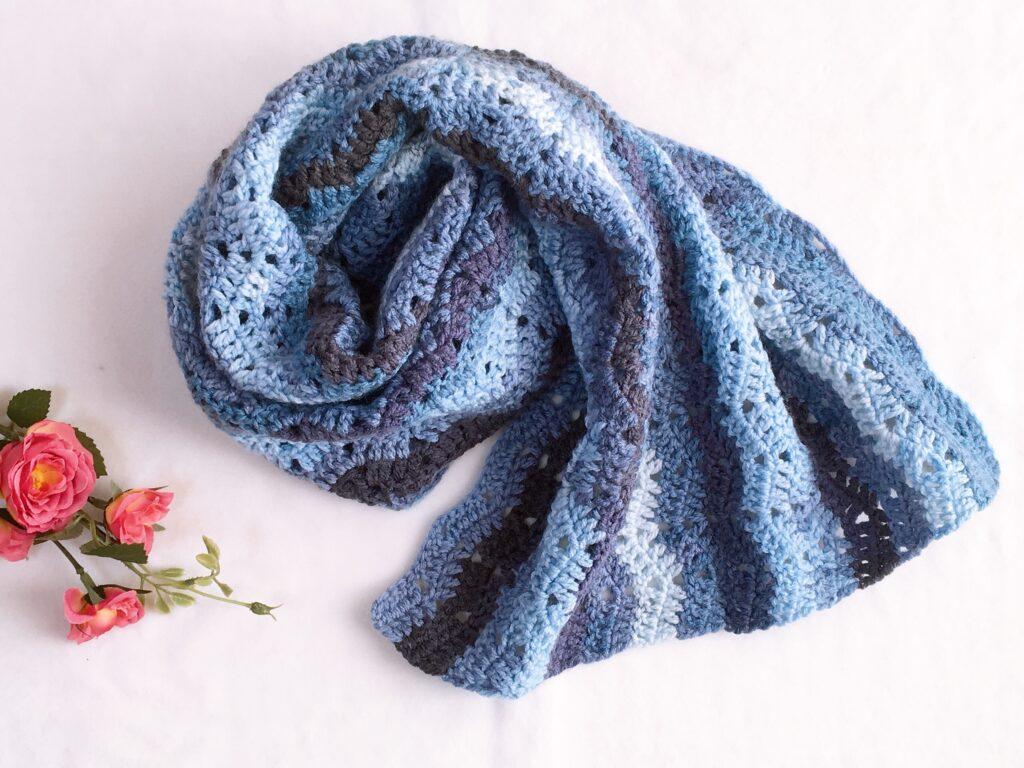 鎖編みと長編みで編める素敵な模様のブランケット♪