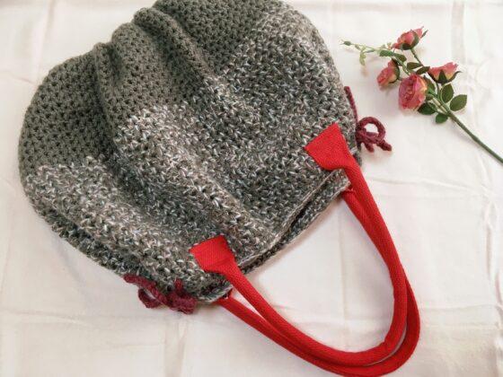 かぎ針で編んだバルーン形グラニーバッグ