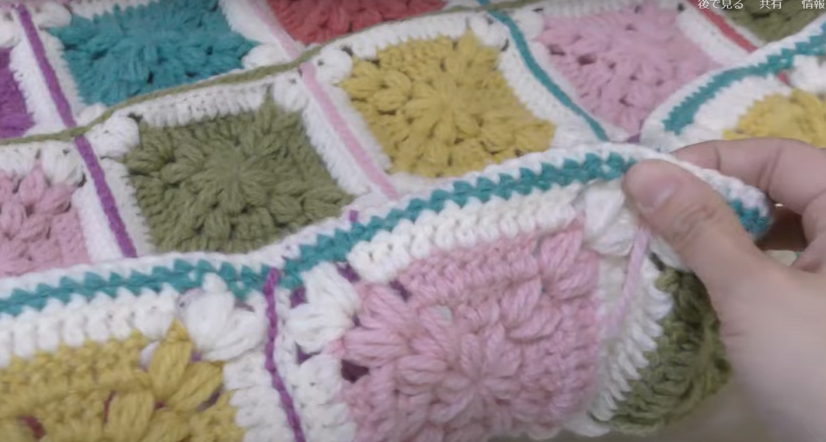 ハート模様のモチーフ編みブランケット