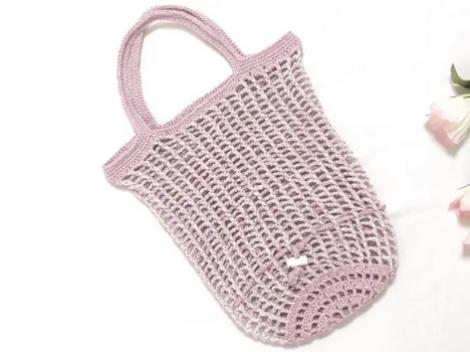 かぎ針で編んだうさぎさんの形にまとまるエコバッグ